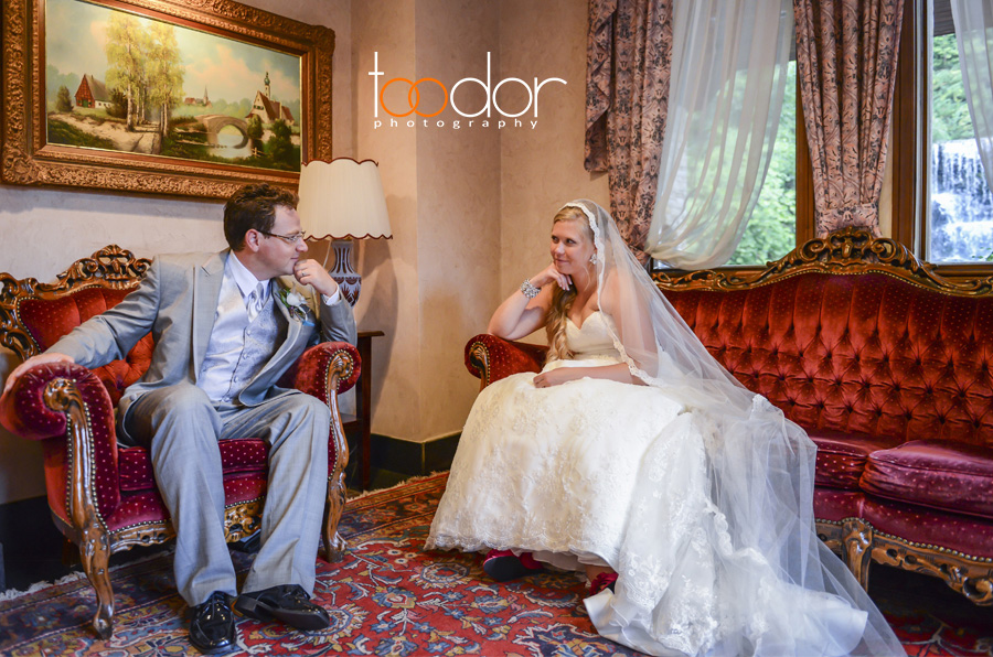 Beautiful young couple, classic wedding. Photos at the Lac Carling's Reception hall, Laurentides, Quebec